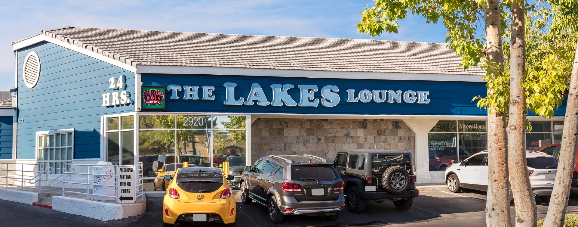 the lakes lounge outside 2017